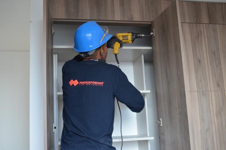 Cuidado con evadir el IVA en contratos de carpintería para obras!